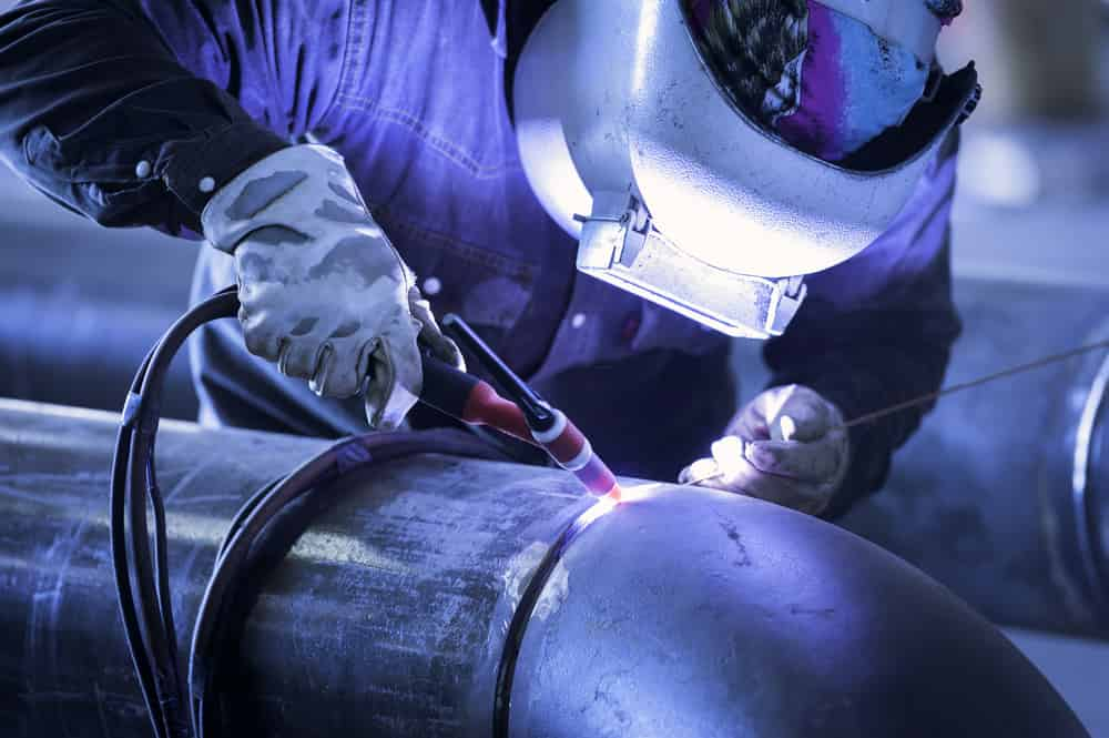 Pipe Welding with Heavy Protection